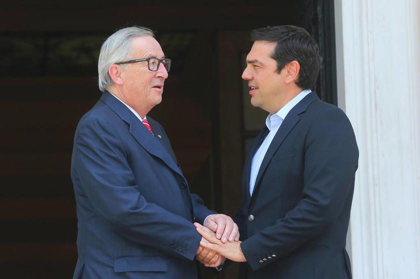 LIVE - Επίσκεψη Γιούνκερ στην Ελλάδα: Περίσσεψε ο θαυμασμός του για τους φτωχούς