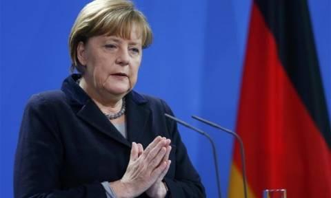 Μέρκελ: Οι γερμανικές αμυντικές δαπάνες πρέπει να αυξηθούν σημαντικά