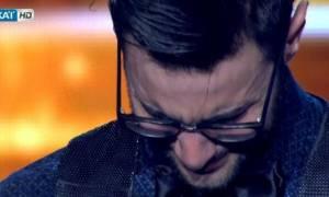X Factor: Έβαλε τα κλάματα πάνω στη σκηνή ο Ίαν (video)