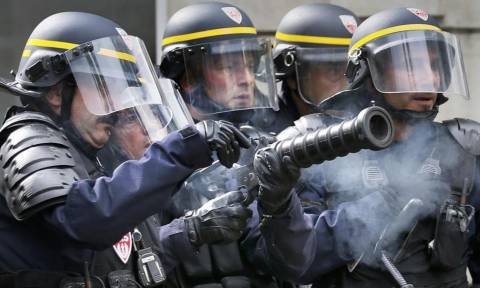 Γαλλία: Σε πανικό η κυβέρνηση - Επέβαλε απαγόρευση της διαδήλωσης των γαλλικών συνδικάτων (Vid)