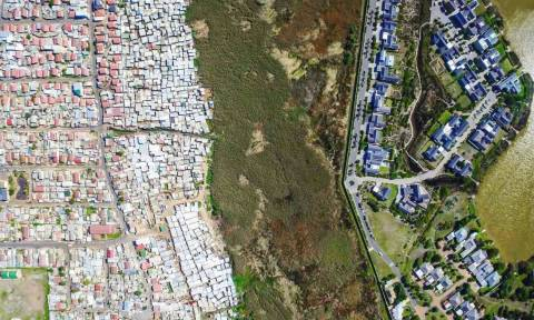 Ο ταξικός διαχωρισμός ανάμεσα στον πλούτο και τη φτώχεια με τη «ματιά» ενός drone (Pics)