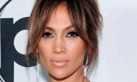 Το μυστικό της Jennifer Lopez για να συνδυάσεις σωστά το πορτοκαλί κραγιόν!