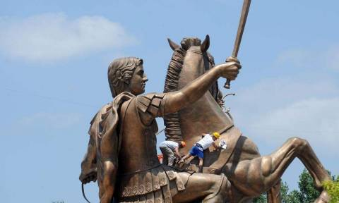 Ένα δισ. ευρώ κόστισε μέχρι τώρα η «μακεδονοποίηση» του Γκρούεφσκι στα Σκόπια
