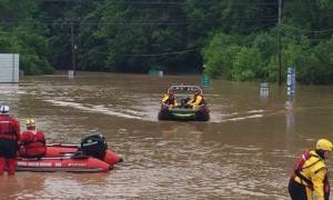 ΗΠΑ: Τουλάχιστον 20 νεκροί από τις πλημμύρες στη Δυτική Βιρτζίνια (pics+vid)