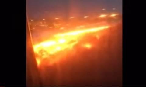 Θρίλερ στον αέρα: Στις φλόγες επιβατηγό αεροπλάνο κατά τη διάρκεια της προσγείωσης (Vid & Pics)