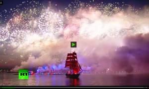 Viral video - Ρωσία: «Φωτιά» πήρε ο ουρανός της Αγίας Πετρούπολης από τα πυροτεχνήματα (Pics)
