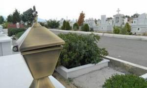 Γιατί ανάβουμε το καντήλι και κεριά στους τάφους;