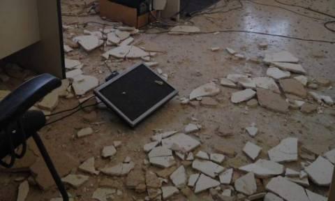 Η ανάπτυξη ήρθε από το... ταβάνι - Σε ποιο υπουργείο κατέρρευσε η ψευδοροφή (photos)