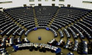 Brexit: Θυελλώδης συνεδρίαση στο Ευρωκοινοβούλιο - Βολές από Φάρατζ και Λεπέν