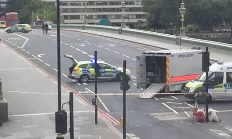 Σε συναγερμό το Λονδίνο: Ύποπτο όχημα κοντά στο βρετανικό Κοινοβούλιο (pics)
