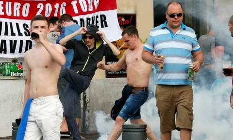 Euro 2016: Πλακώθηκαν μεταξύ τους οι Άγγλοι μετά την ήττα-σοκ από την Ισλανδία (video)