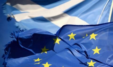 Brexit: Ιστορική συνάντηση Γιούνκερ - Στέρτζον για την παραμονή της Σκωτίας στην ΕΕ