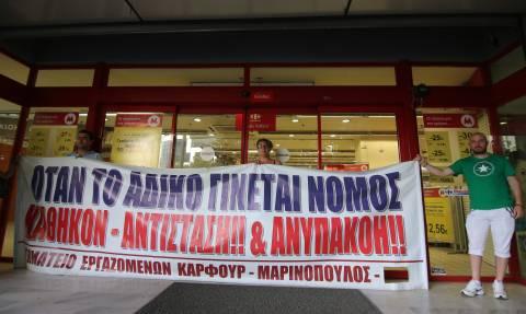 «Θρίλερ» με Μαρινόπουλο: Στον «αέρα» 12.500 εργαζόμενοι, σε συναγερμό η αγορά