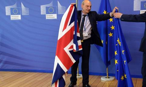 Σαφές μήνυμα των «27» προς τη Βρετανία: Αποχωρήστε το συντομότερο δυνατόν! (Vids)