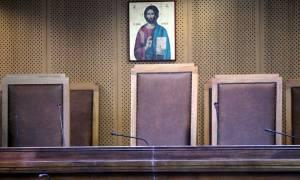 Μειώνονται τα τέλη και τα παράβολα της Δικαιοσύνης