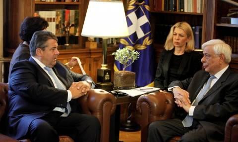 Συνάντηση Παυλόπουλου-Γκάμπριελ: Η ΕΕ θα προχωρήσει και χωρίς τη Βρετανία