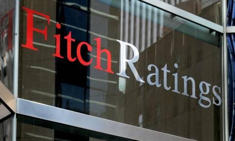 Fitch: Η επιτυχής εφαρμογή του προγράμματος θα οδηγήσει σε αναβάθμιση του ελληνικού αξιόχρεου