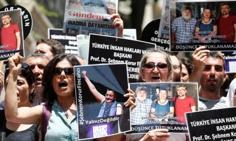 Τουρκία: Προσωρινά ελεύθεροι δύο ακτιβιστές που μάχονται για την ελευθερία του Τύπου