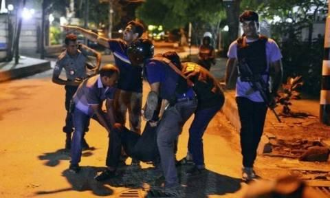 Φωτογραφίες - σοκ από την επίθεση των τζιχαντιστών στο Μπανγκλαντές