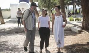 'Game of Thrones' stars visit refugee camp on greek island