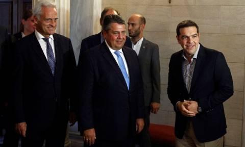 Γκάμπριελ: Δεν αμφισβητώ τους ισχυρισμούς Ραμσάουερ για το υβριστικό σχόλιο σε έλληνα φωτορεπόρτερ