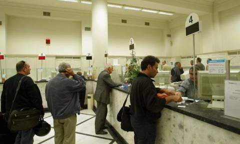 Χαμός στις τράπεζες: Πληρώνονται σήμερα οι επικουρικές συντάξεις!