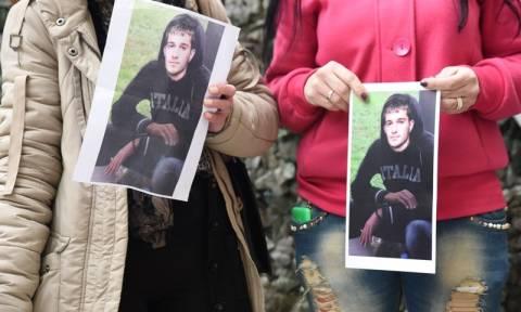 Χωρίς τέλος τα βασανιστήρια στον Βαγγέλη Γιακουμάκη - Τον είχαν κρεμάσει έξω από το παράθυρο