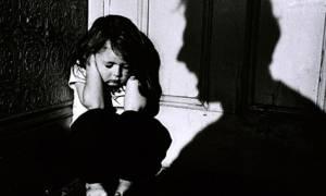 Φρίκη στο Βελεστίνο: Πα-τέρας κρατούσε φυλακισμένες τις κόρες του