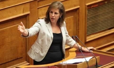 Έξαλλη η Χριστοφιλοπούλου: Οι υπουργοί δεν πατάνε στη Βουλή