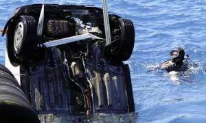 Παραλίγο τραγωδία στην Κόρινθο: Αυτοκίνητο έπεσε στη θάλασσα