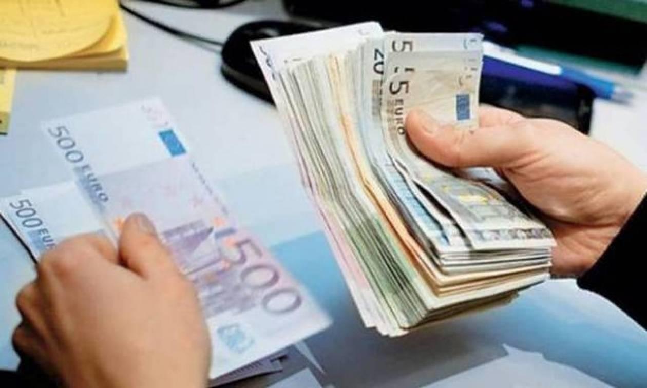 Σοκ: Αυξάνουν τους μισθούς στο Δημόσιο τη στιγμή που «πετσοκόβουν» ιδιώτες και συνταξιούχους