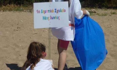 Καθαρές παραλίες: Συνεργασία του Δικτύου Μεσόγειος SOS με τον Ερυθρό Σταυρό