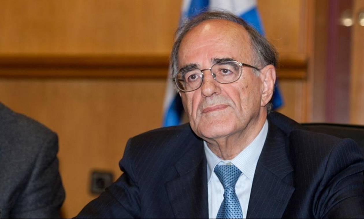 Σούρλας: Κόβουν το ΕΚΑΣ από τους συνταξιούχους - Χαρίζουν δισ. ευρώ στους λαθρέμπορους