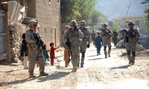 Ο Ομπάμα αλλάζει (πάλι) την πολιτική του στο Αφγανιστάν - Θα διατηρήσει 8.400 στρατιώτες