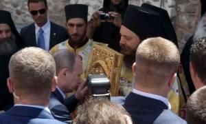 Путин поблагодарил афонских монахов за оказанный прием и гостеприимство