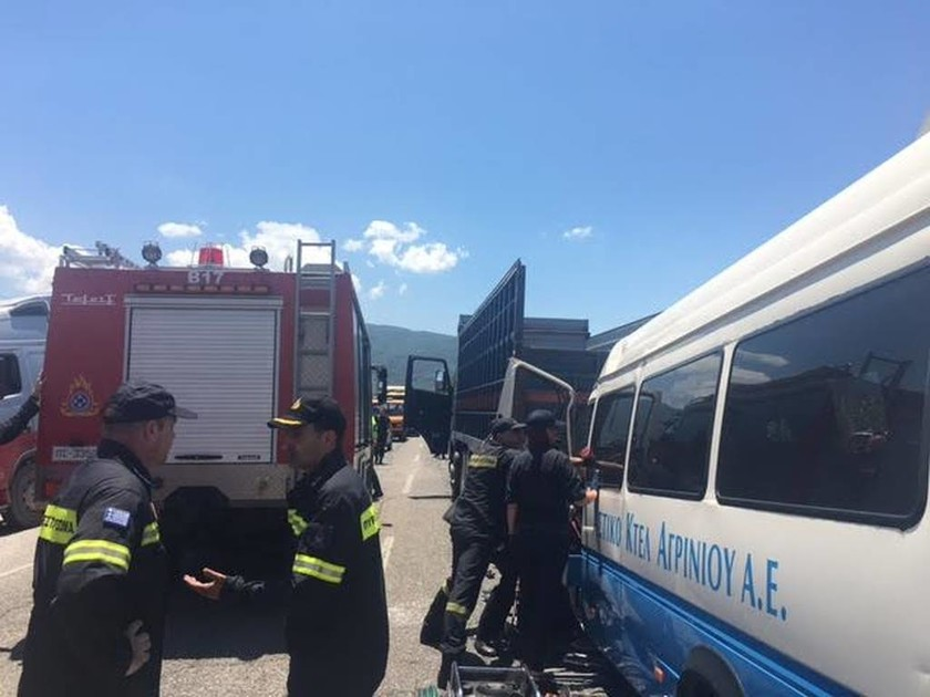 Εικόνες χάους: Τροχαίο με 12 τραυματίες στην ΕΟ Αντιρρίου- Ιωαννίνων - Χαροπαλεύει ένα άτομο (pics)