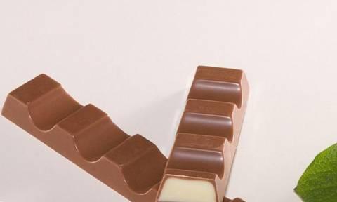 Παγκόσμιος συναγερμός από καταγγελία «βόμβα» για τις μπάρες σοκολάτας Kinder!