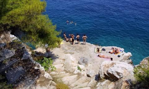 Αυτές είναι οι καθαρές παραλίες σε Αίγινα και Αγκίστρι