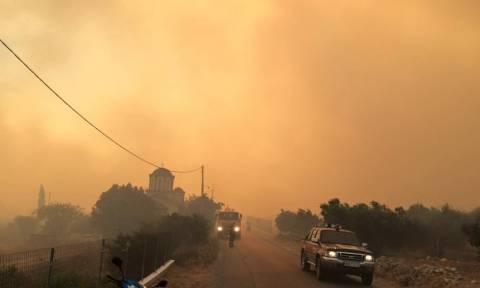 Φωτιά στη Σάμο: Συγκλονιστικές εικόνες από τον πύρινο εφιάλτη (pics&vid)