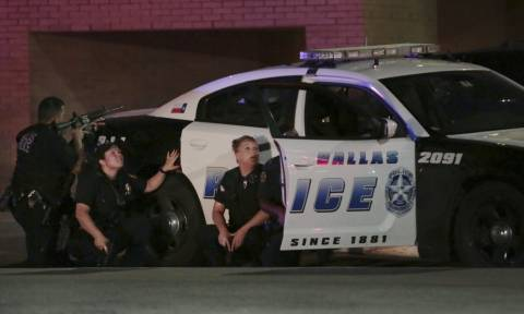Μακελειό Ντάλας: Έτσι στήθηκε η ενέδρα θανάτου που στοίχισε τη ζωή σε πέντε αστυνομικούς