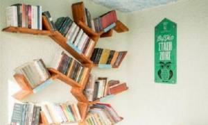 Σε βιβλιοθήκες μετατρέπονται στη Θεσσαλονίκη οι στάσεις λεωφορείων!
