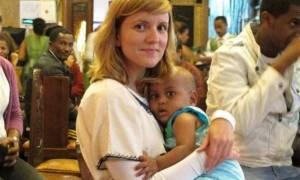 Η πρώτη Ελληνίδα που υιοθέτησε παιδί από την Αιθιοπία