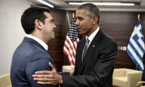 Περίσσεψαν χαμόγελα και αγκαλιές στο τετ-α-τετ του Τσίπρα με τον Ομπάμα