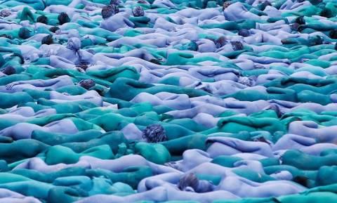 Εντυπωσιακό! Βρετανική πόλη «πλημμύρισε» από μπλε ανθρώπους - Τι συνέβη; (pics+vid)