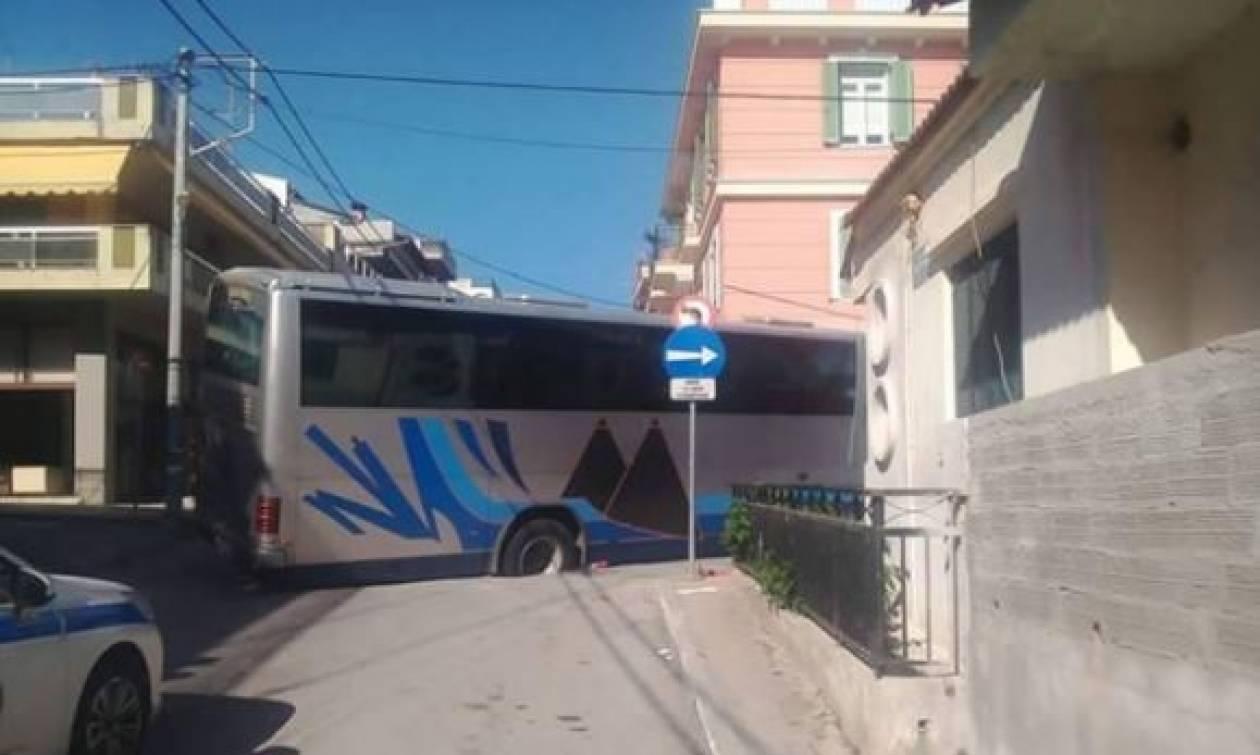 Χαλκιδική: Λεωφορείο vs λακκούβα σημειώσατε... 2! (pics)
