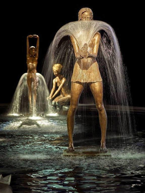 Χαλκός και νερό: Τα γλυπτά που συγκλόνισαν τον κόσμο της τέχνης (Pics & Vid)