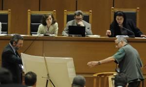 Δίκη Χρυσής Αυγής: Έξαλλο το δικαστήριο με την... άνοια του μάρτυρα αστυνομικού