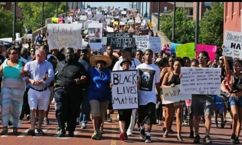 ΗΠΑ: Η φωτογραφία-σύμβολο των διαδηλώσεων κατά της αστυνομικής βίας