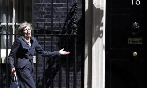 Βρετανία: Έχασε... το δρόμο η Τερέζα Μέι - Η πρώτη γκάφα της νέας πρωθυπουργού! (vid)
