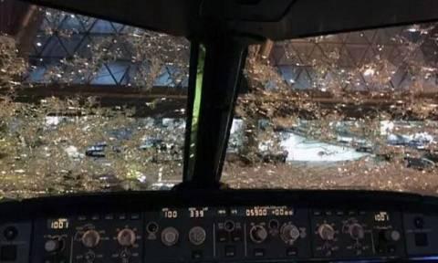 Τρόμος στον αέρα! Προσγείωσε το αεροσκάφος στα... «τυφλά» λόγω χαλαζοθύελλας (pics)